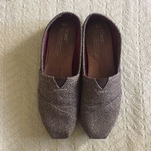 TOMS Women's Brown and Gold Slip-ons
